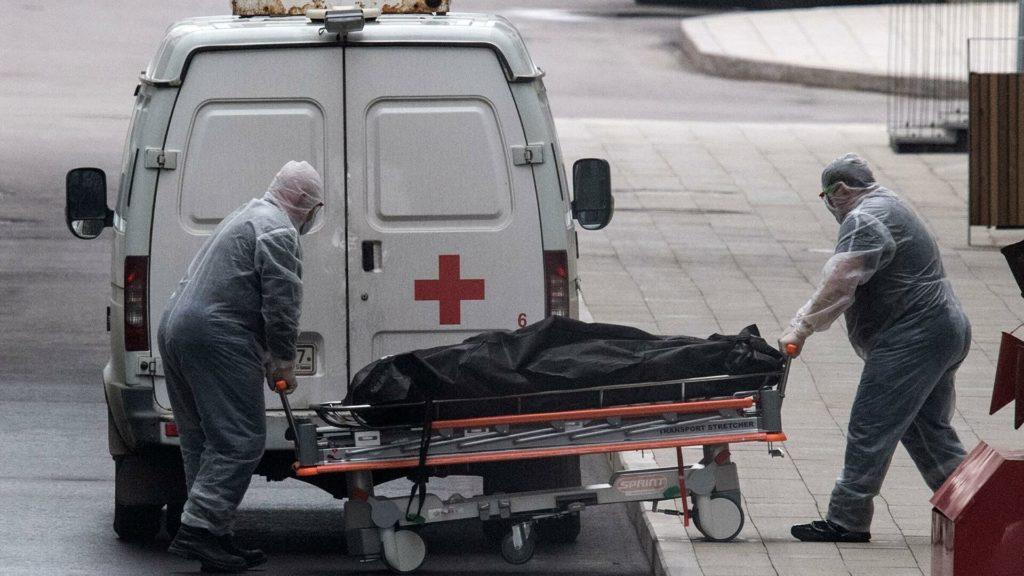В России зарегистрировали максимум смертей от COVID-19 за сутки