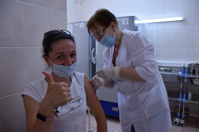 Более тысячи человек сделали за неделю прививку от коронавируса в Лотошинской ЦРБ