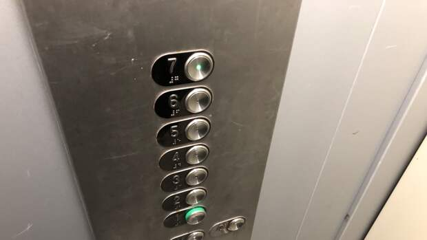 Три человека пострадали из-за падения лифта в Реутове