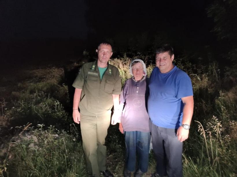 Лесничие спасли заблудившуюся в лесу пожилую женщину