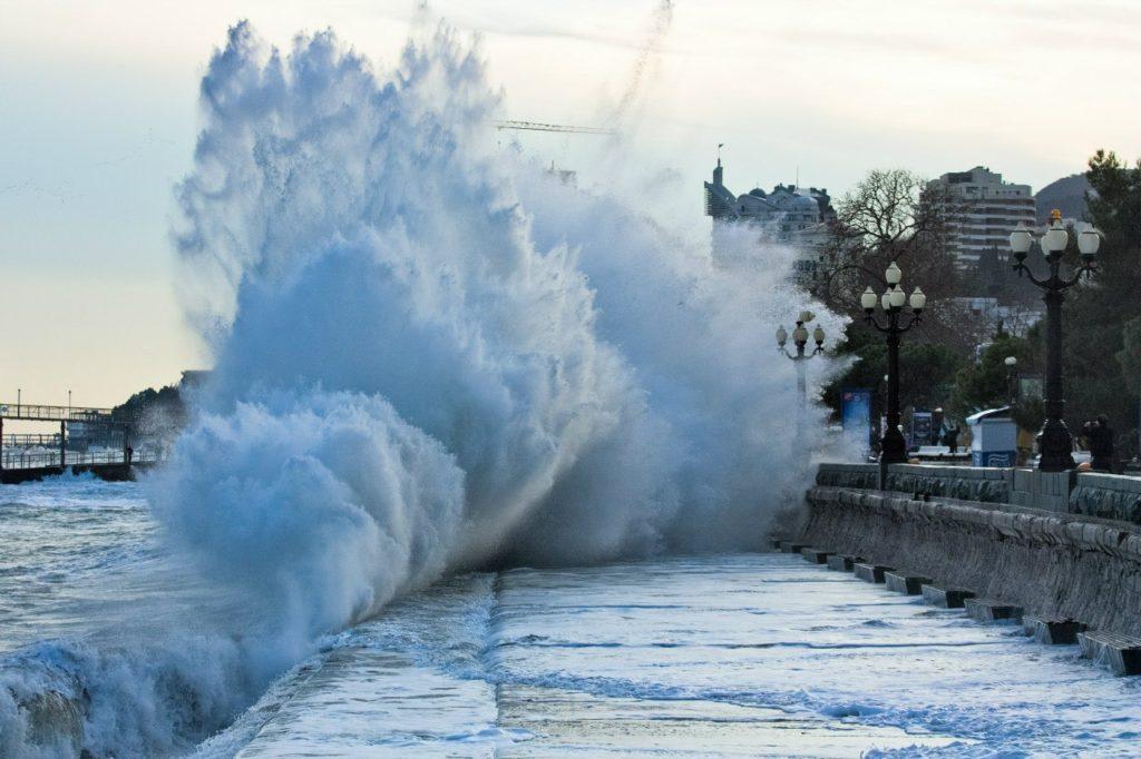 В Крыму объявили штормовое предупреждение, есть угроза подтоплений