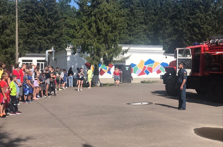Урок по пожарной безопасности для отдыхающих в лагере Волоколамска