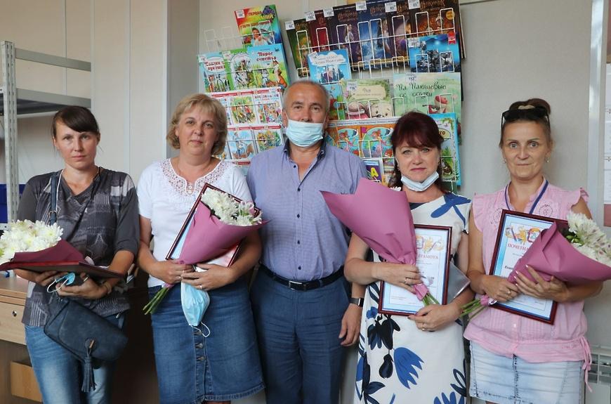 Волоколамских сотрудников «Почты России» поздравили с профессиональным праздником
