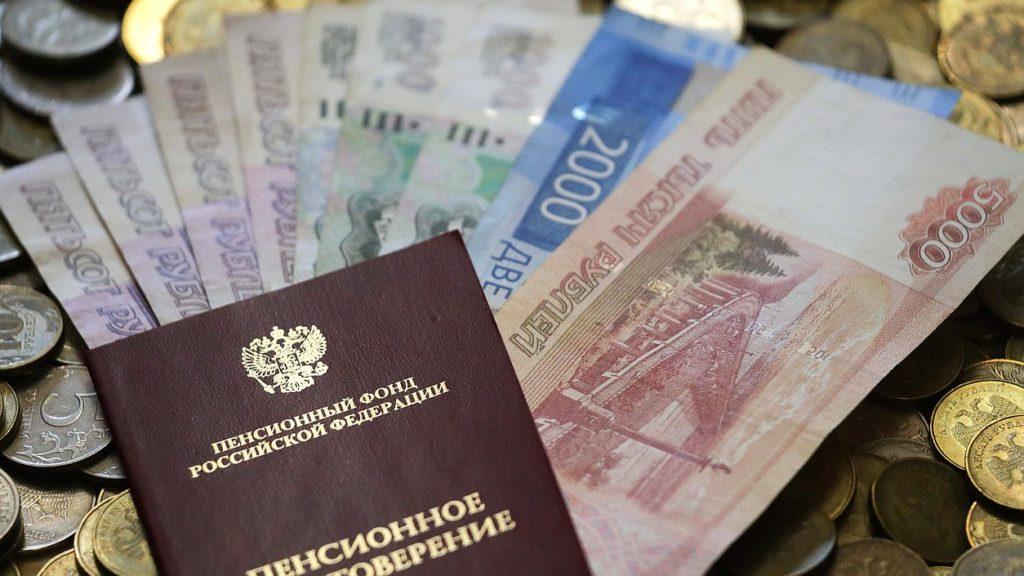 Источник сообщил о планах властей РФ проработать индексацию пенсий работающим пенсионерам