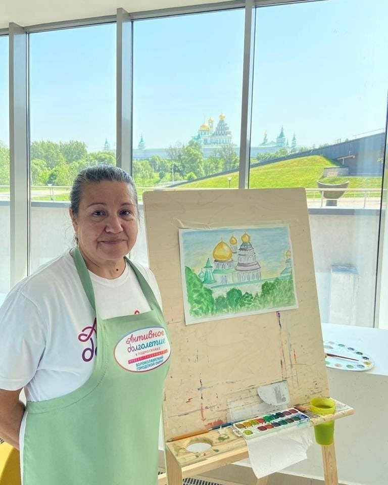 Волоколамские долгожители осваивают мастерство рисования гуашевыми красками