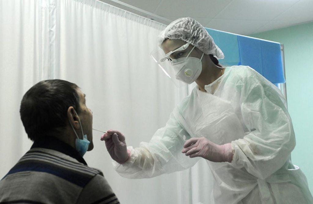 В России выявили 23 564 новых случая заражения коронавирусом