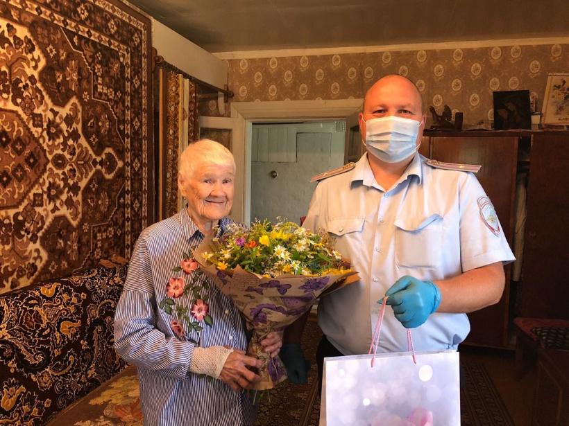 Полицейские г.о. Лотошино поздравили с 92-летием мать погибшего сотрудника