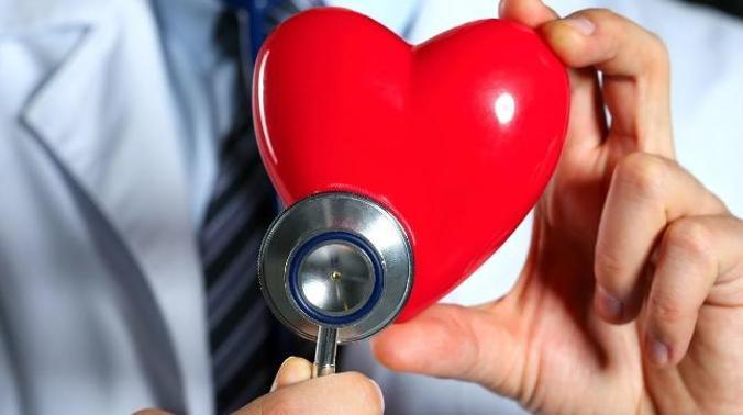 Врач назвал признаки раннего инфаркта и инсульта