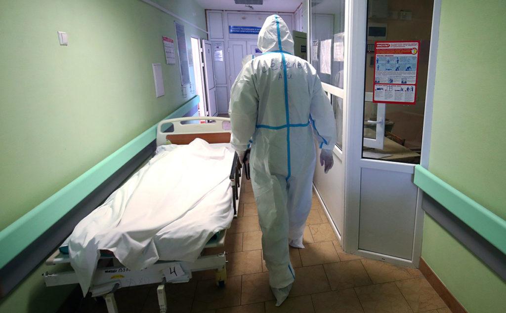 В России за сутки умерли более 800 пациентов с коронавирусом