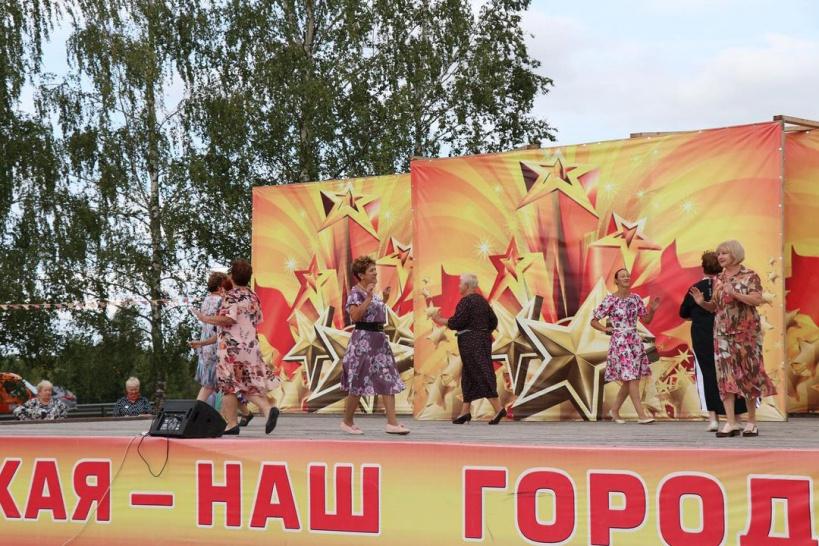 В Шаховском городском парке прошел отчетный концерт участников проекта «Активное долголетие»