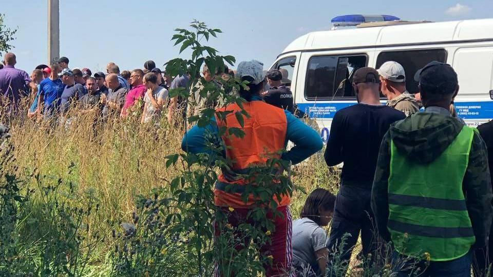 Пропавшую и найденную живой алтайскую школьницу удерживал в подвале мужчина