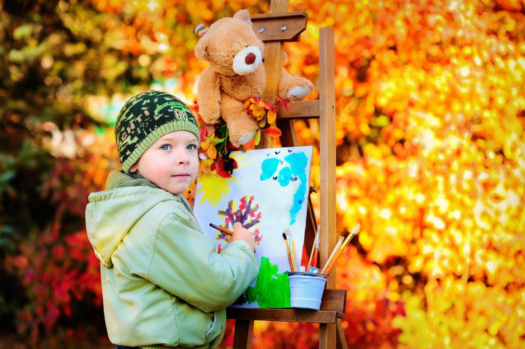 Чем заняться с ребенком осенью?