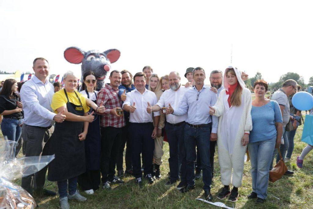 Продукты с душой и общение с фермерами: фестиваль «Сыр! Пир! Мир!» в Подмосковье