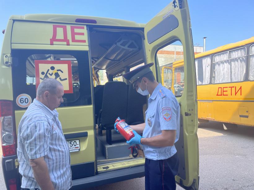 Сотрудники Шаховской Госавтоинспекции проверили техническое состояние школьных автобусов