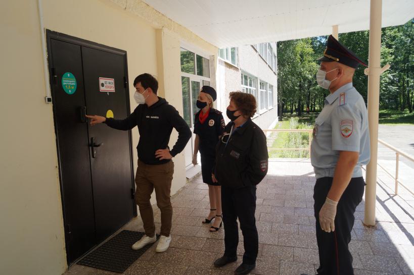 В г.о. Лотошино полицейские завершили прием образовательных учреждений