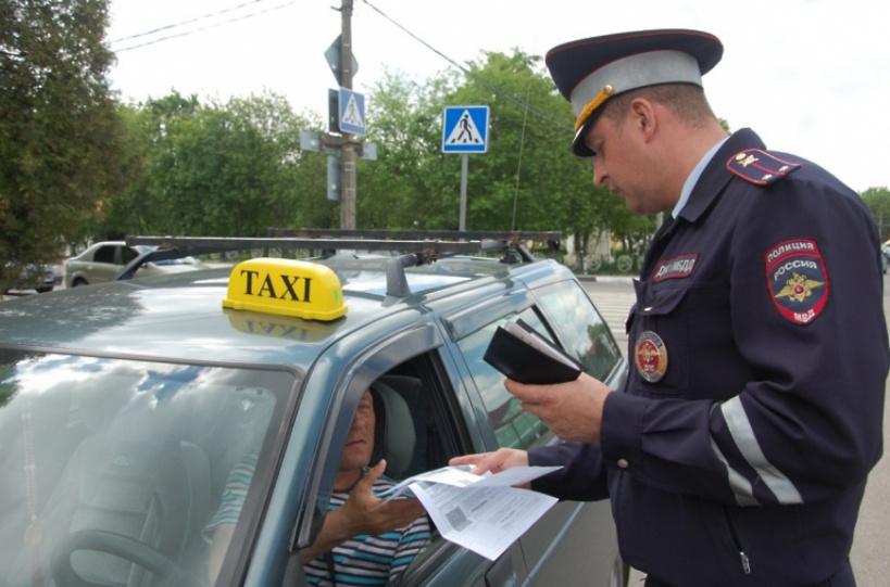 Волоколамские полицейские проверяют правила перевозки пассажиров в такси со 2 августа