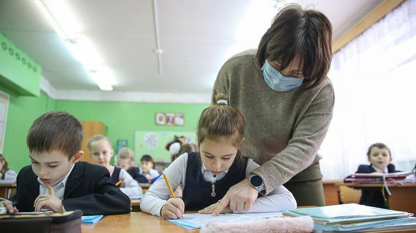 Губернатор Подмосковья отметил важность профессии учителя