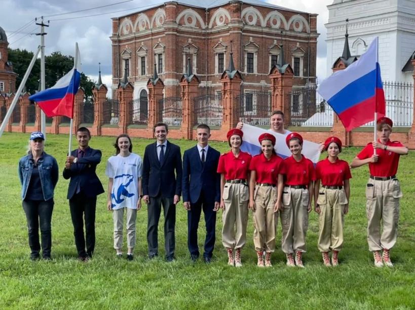 Волоколамские единороссы отпраздновали День флага Российской Федерации