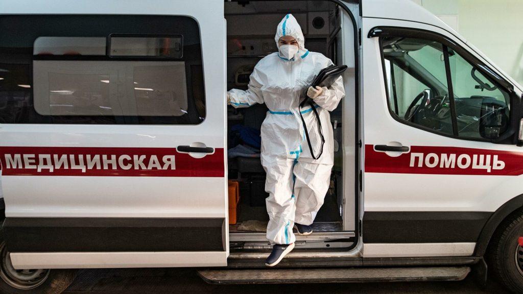 В Москве за сутки госпитализировали более 800 человек с COVID-19