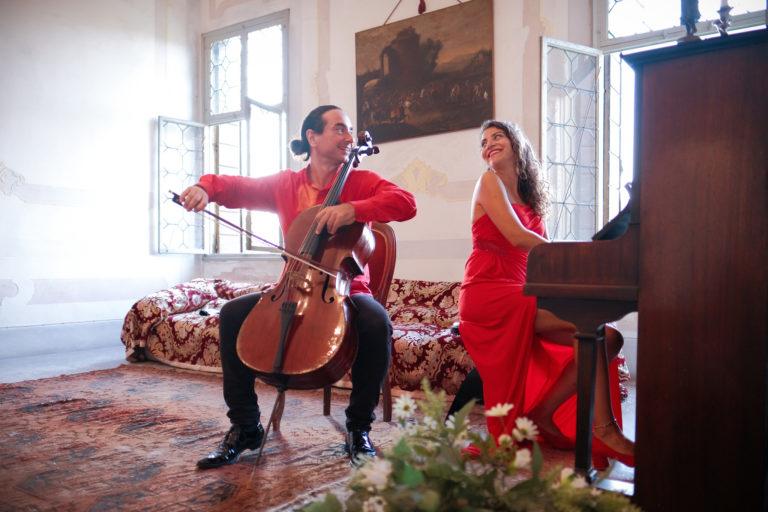 21 сентября в МВК Волоколамский кремль в здании Никольского собора состоится концерт итальянского дуэта «Due Perfetto»