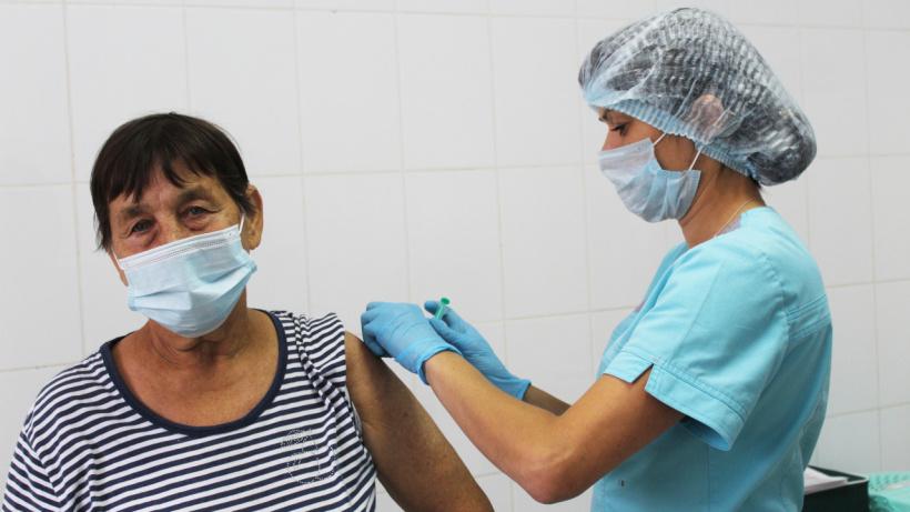 Ревакцинацию от коронавируса в Лотошинской больнице прошли более 130 человек