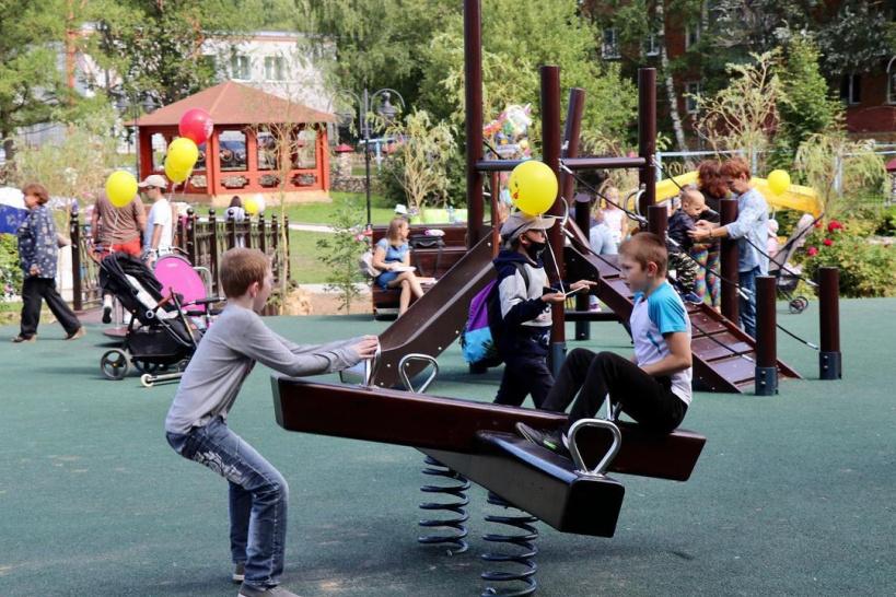 В горокруге Шаховская продолжаются работы по благоустройству детских игровых площадок