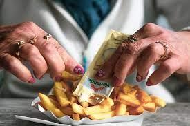 Перечислены продукты, которые нельзя есть после 30 лет