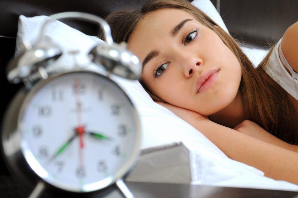 Диетологи назвали простые способы крепче спать и быстрее засыпать