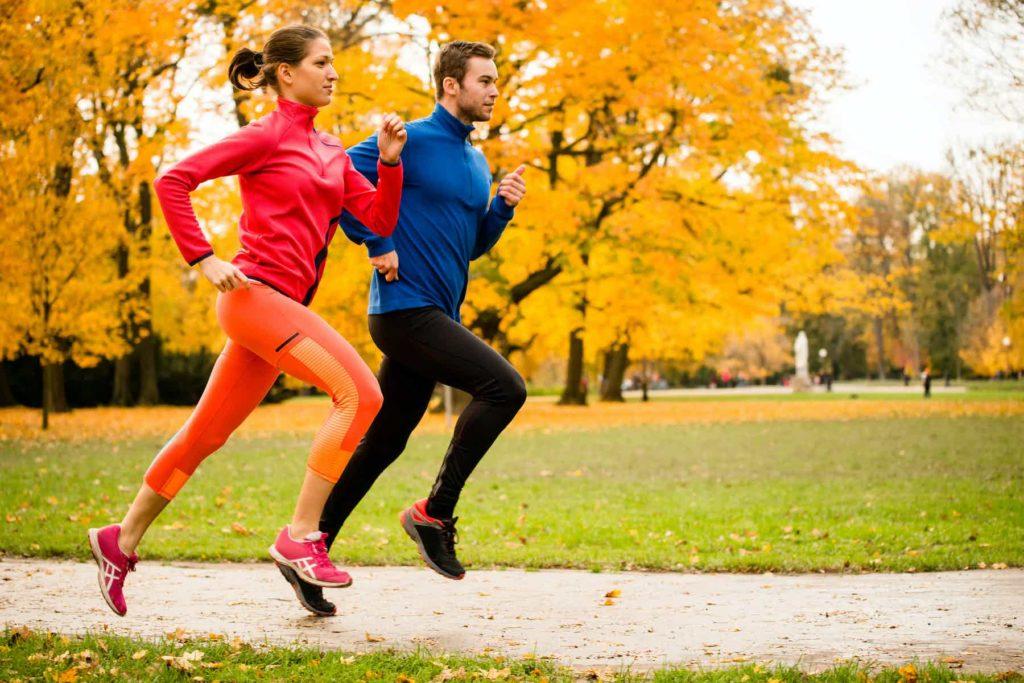 Какими видами спорта лучше всего заниматься осенью
