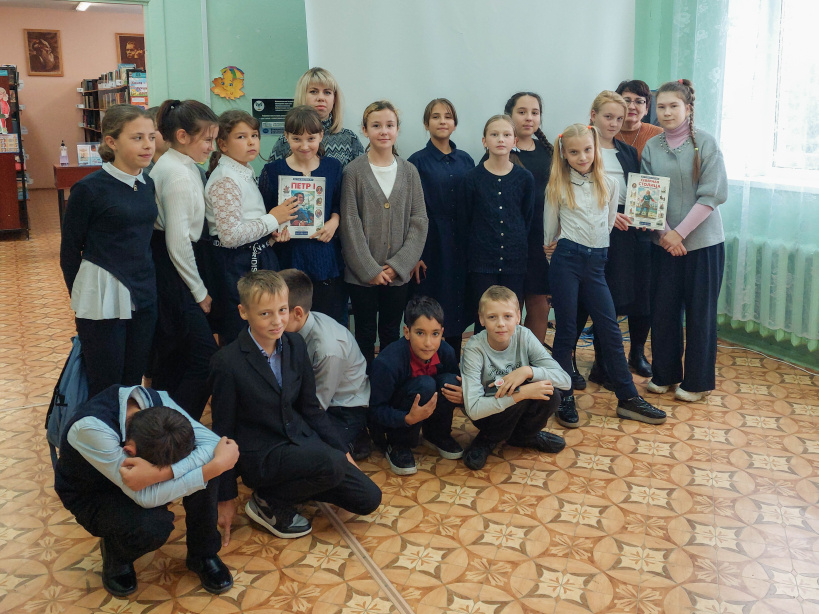 Для шаховских сельских ребят провели час патриотического просвещения