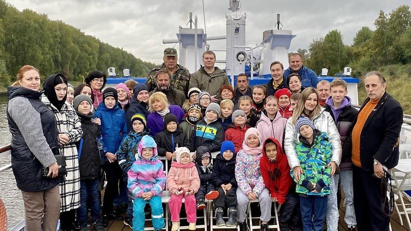 Речную прогулку организовали для детей‑инвалидов из Подмосковья