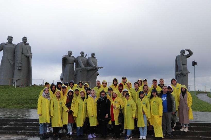 Поклон защитникам столицы от студентов-строителей