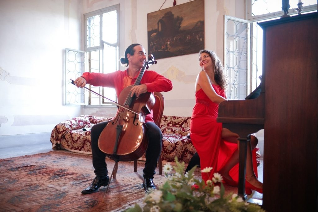 21 сентября в 18:00 в МВК Волоколамский кремль в здании Никольского собора состоится концерт итальянского дуэта DUE PERFETTO