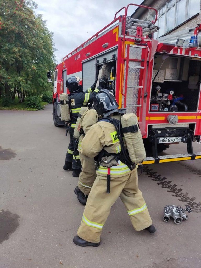 Волоколамские огнеборцы отработали пожарно-тактическое занятие по тушению условного пожара
