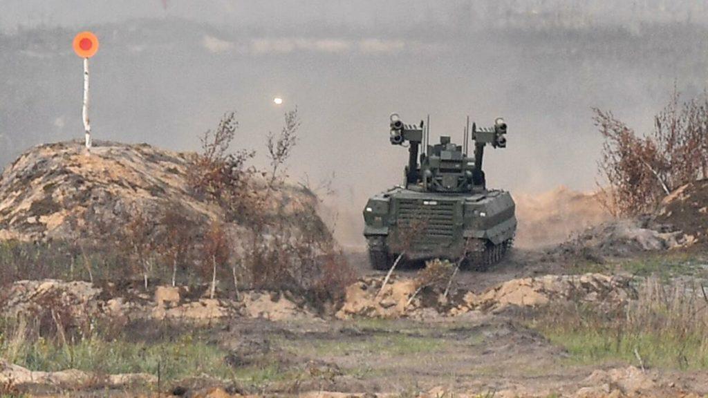 """Ударные роботы """"Уран-9"""" поступят в войска с 2022 года"""