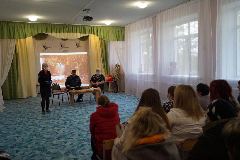 Полицейские г.о. Лотошино приняли участие в родительском собрании в детском саду