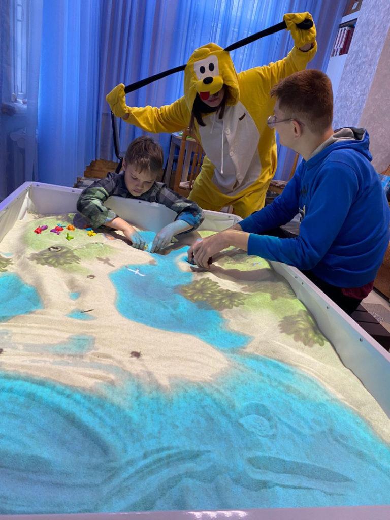 С днём рождения особенных детей Волоколамского округа поздравляют волонтёры