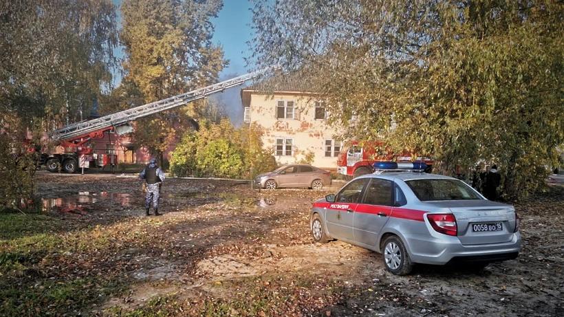Подмосковные росгвардейцы эвакуировали жителей дома во время пожара